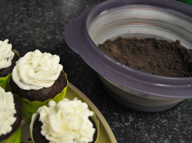 Vegan 'Dirt' Cupcakes